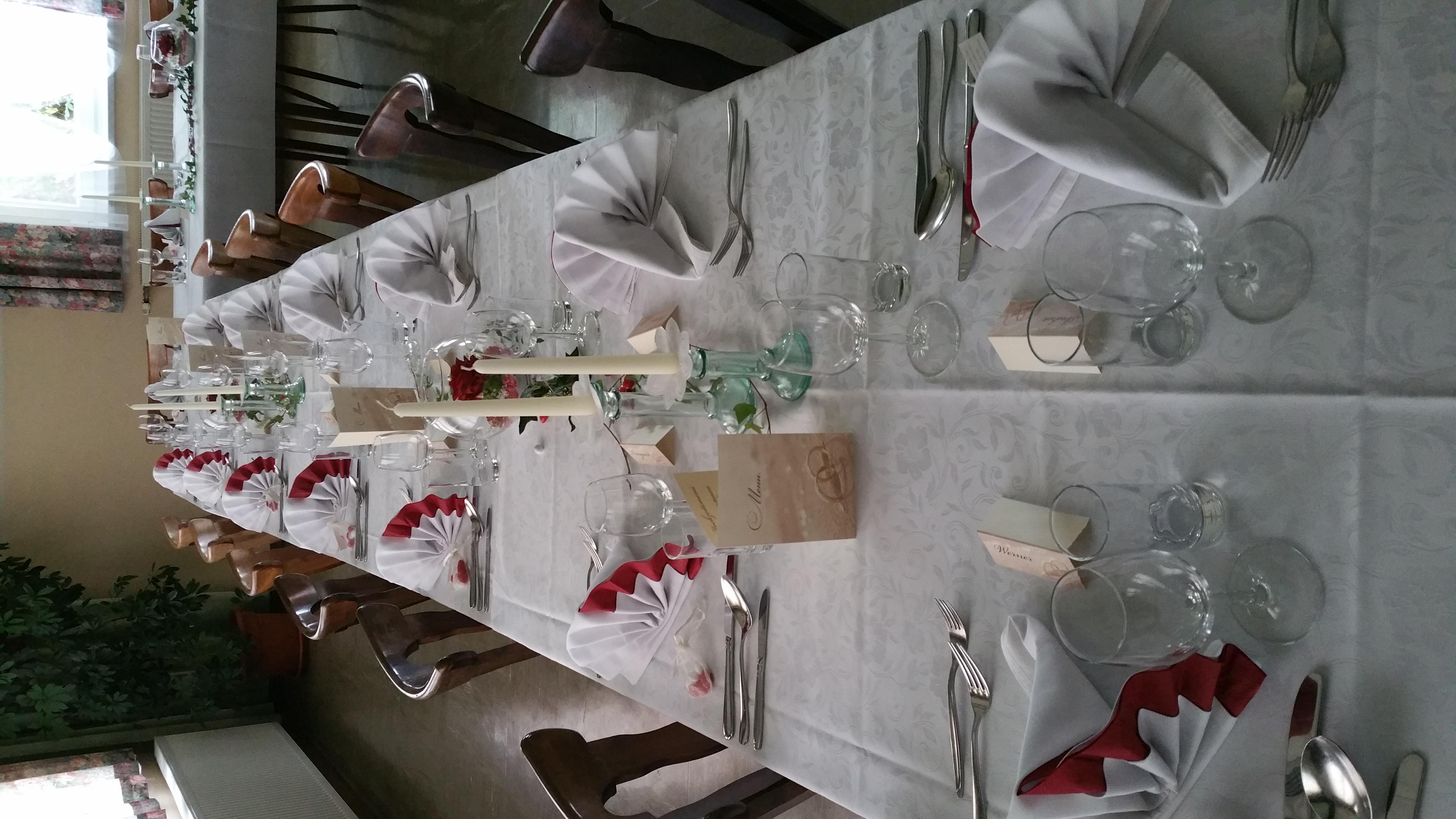 Festliche-Hochzeitstafel