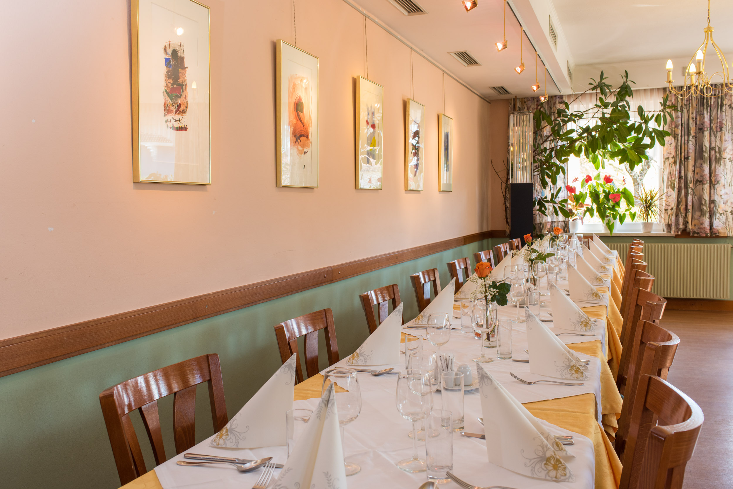 Speisesaal-perfekt-geeignet-für-Familienfeiern